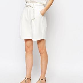 Flotte shorts str. m / længde ca. 48 cm/ livvidde ca.  2 x 39 cm / polyester med stretch