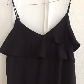 Fin let kjole fra hm. Ville være fin med en langærmet under og til jeans.