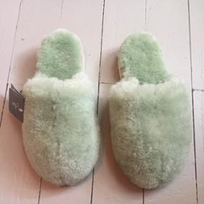 Fur / pels sandal i mint grønne aldrig brugt. Købt i Australien