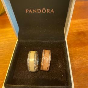 Pandora ringe str 56, en i elfenbesfarvet og en i rosa, 300 kr pr stk, begge for 500 kr