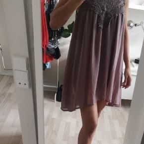 Sød sommer kjole/Tunika. Str S/M I 2 lag.  Brugt få gange.