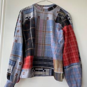 Patchwork Ganni sweatshirt.   • brugt få gange  • passes af xs og s • Np. 1600,-