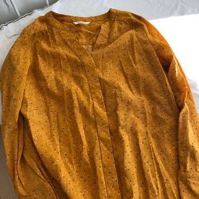 Skjorte fra Camaïeu Størrelse 36 Nypris 150 kr.