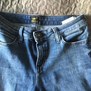 """Varetype: Skinny Størrelse: 28/31"""" Farve: Denim Oprindelig købspris: 799 kr. Prisen angivet er inklusiv forsendelse.  Smarte jeans sparsomt brugt"""