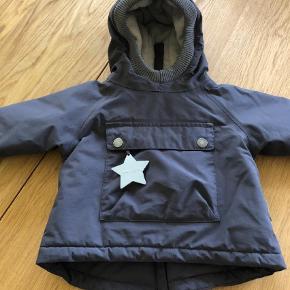 Varetype: Vinter jakke Farve: Grå Oprindelig købspris: 999 kr.  Rigtig fin vinter jakke  fra Mini a ture.vasket en gang , så ligner en ny. Ønsker man flere oplysninger kan man skrive til mig. 20244725