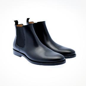 Sælger disse lækre støvler fra det populære danske mærke, Playboy Footwear. De er helt nye og ligger stadig i kassen.