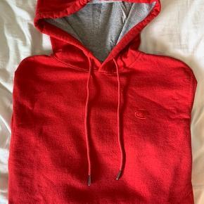 Fed champion hoodie i en størrelse s (herremodel). Hoodien er købt i USA.   Kom gerne med et bud, hvis der er interesse 😜