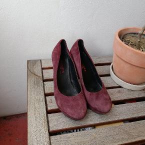 Fine pumps vinrød/lilla ruskind ægte læder