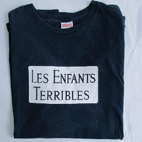 Lækker t-shirt fra Supreme udgivet i 2012. Brugt en del, printet er derfor lidt medtaget.  Størrelse XL og fitter tts.
