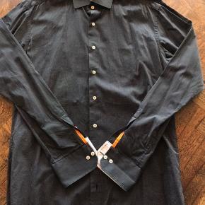 Ny Eterna skjorte // Slim fit Størrelse : 41   Ingen pletter, fejl eller lignende - Trænger kun til en strygning.