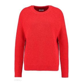 Sælger denne fine røde strik fra Envii for min svigerinde. Str s. 75% akryl, 25% nylon. Ny pris 450,-. #trendsalesfund
