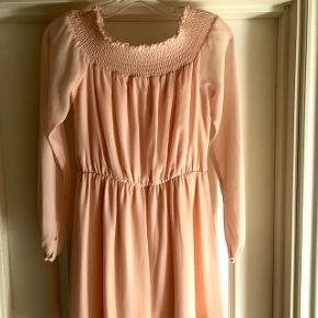 Flot kjole fra Sisters Point i str S Kun brugt 1 gang  Np 399 kr