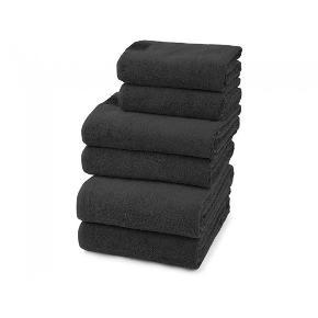 Helt nye og stadig i indpakning   Håndklæderne er vævet af 100% dobbelttvundet og kæmmet bomuldsgarn.    2 stk. badehåndklæder, 70 x 140 cm - Steel Grey 2 stk. gæstehåndklæder, 40 x 70 cm - Steel Grey 2 stk. håndklæder, 50 x 100 cm - Steel Grey   Nypris 1500kr