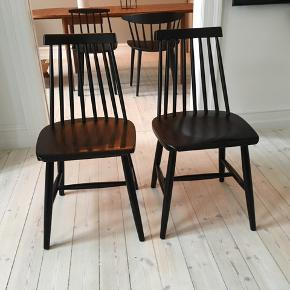 Flotte FDB lignende pinde stole. Jeg er i tvivl om det er FDB (de er købt brugt som fdb stole).  Få afskalninger og pindene kan strammes lidt til, men i god stand.   400 ,- for begge stole!  Hentes på min adresse på Nørrebro.