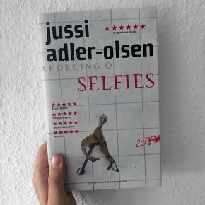 🌸SELFIES af Jussi Adler-Olsen. Ubrugt stand. Byd gerne🌸