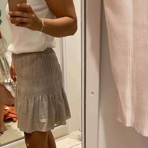 Neo noir nederdel,  Model: Ginger skirt.  Brugt meget få gange, er derfor som ny.