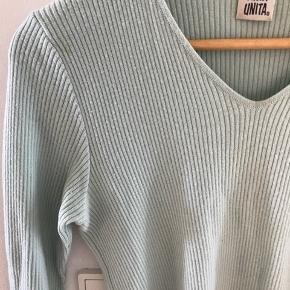 Pastelfarvet trøje, vintage.  Et lille mærke på trøjen man næsten ikke ser.  Farven er som på det første foto.