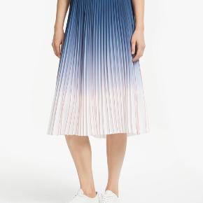 Fineste nederdel 💙💛  96% polyester - 4% elastan