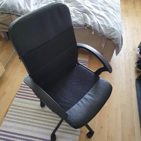 Meget komfortabel stol god til kontor eller derhjemme. Skriv gerne hvis du har spørgsmål og se evt. mine andre stole til salg 😊