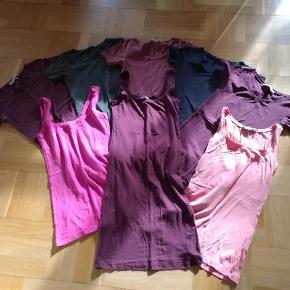 Varetype: bluser Størrelse: XS/S Farve: Se billedet Oprindelig købspris: 1840 kr.  8 stk. Samsøe & Samsøe - t-shirts (5 stk.) + toppe (2 stk.) + kjole (1 stk.).