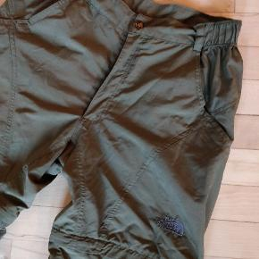 Rigtig fin stand. Lynlås, så de kan laves til shorts. Lidt slid på knappen (se billede)