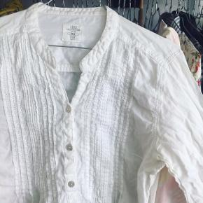 Fin hvid trøje - passes af en str 38/m.
