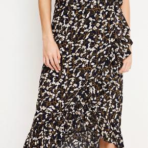 Slåom nederdel fra Envii. Fejler intet, størrelse s.