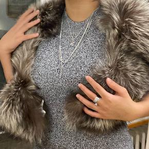 """❌ Blændende pelstørklæde som er ca ❌ 1m lang. Er ret sikker på at jeg købte den fra """"Lagazelle."""" Brun&Hvid. - ÆGTE RÆVPELS!!! ❌.                                                                  ❌"""