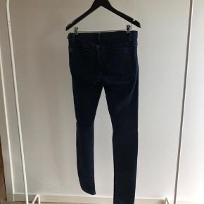Denim jeans i ultra blød og stretchy kvalitet. Sidder mega godt på.
