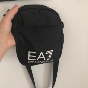 EA7 skuldertaske