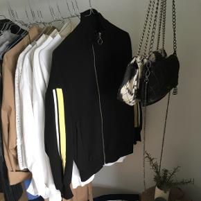 Zara tynd jakke Str xs/S Np 299 Åben for bud