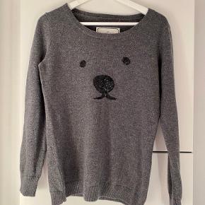 Så fin trøje med palliet  applikationer formet som bjørne ansigt. Har intet fnulder el.lign. Perfekt her til efteråret 🍁🍂🍄