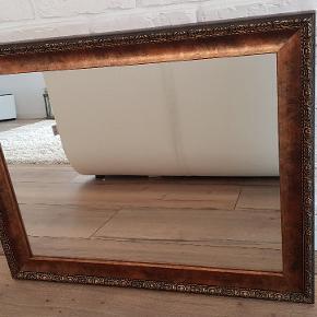 stærkt spejl i god kvalitet.  smagfuld ramme lavet på bestilling.  Jeg sælger, fordi det ikke passer til mit indre længere