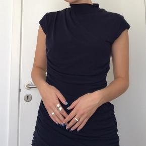 Super fin mørkeblå kjole fra Gestuz🦋