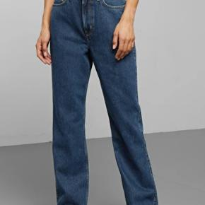 Jeans fra Weekday  Næsten ikke brugt, da de er købt ved en fejl np: 400