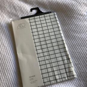 Tile Stone badeforhæng fra Mette Ditmer, stadig i emballagen, nypris 400kr  Bytter ikke og sender kun på købers regning 😊