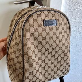 Gucci backpack i rigtig flot stand. Ingen slid. Sælges da jeg ikke får brugt den. Dustbag medfølger