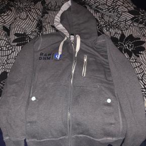 G-Star hættetrøje med lynlåsStr XL  Bruger den ikke, så den har bare lagt i skabet  Har flere trøjer, bare skriv