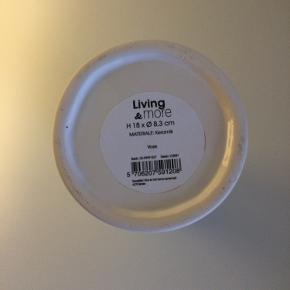 Hyacintvase i hvid keramik - ingen skader. Mål: 18 cm. høj og diameter på 8,3 cm.  Sender gerne på købers ansvar :-).