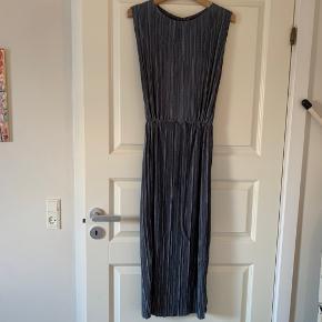 Sød plisseret kjole fra ASOS. Der står str. 42 i, men den passer en 36-38.   #trendsalesfund