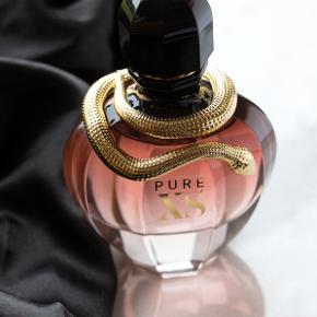 """50ml """"Pure XS For Her"""" 🐍 fra Paco Rabanne. PERFEKT vaniljeduft til de kolde måneder. En duft af overdådighed i sin reneste form - sensuel og eksplosiv 💕 Kun prøvet med et enkelt spray, som ny i original ruskindsboks. Købspris 600kr"""