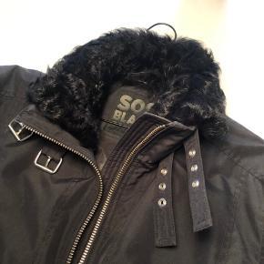 Np: 7500 kr. Det er en virkelig god pris og en super fed  jakke.😊👍  Sos Sportwear