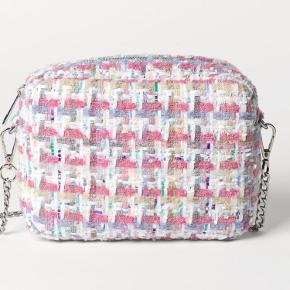 Sød og fin taske - brugt få gange, så fremstår som ny <3