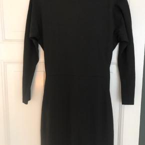 """Filippa K kjole """"fitted Jersey dress"""" i mørkegrå. Str xs, passes også af s."""