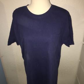 Mørkeblå T-shirt fra mærket yngb i størrelse xl.