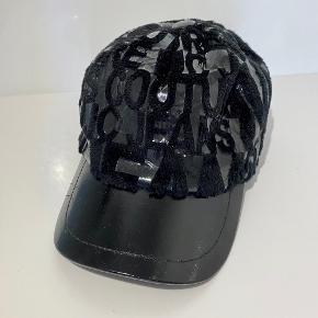 Versace hat & hue
