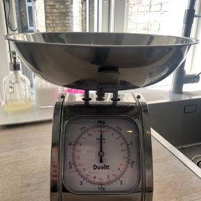 Dualit køkken/bagevægt i stål Produceres ikke længere  Nypris 799 Kan veje op til 5kg