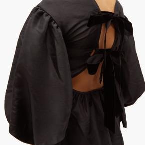 Overvejer at sælge denne bluse hvis rette bud opnåes Aldrig brugt Str 38