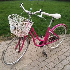 Pink cykel, med meget rustDækkene er flade Skal have en kærlighed hånd