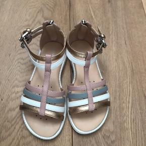 9d1398a0386 Super flotte sandaler str 28, desværre for små til min datter. Nypris 599kr  sælges